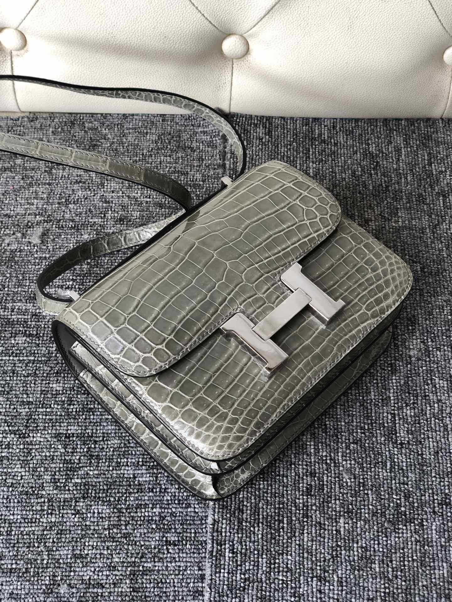 Noble Hermes Shiny Crocodile Constance18CM Bag CK81 Gris T Silver Hardware