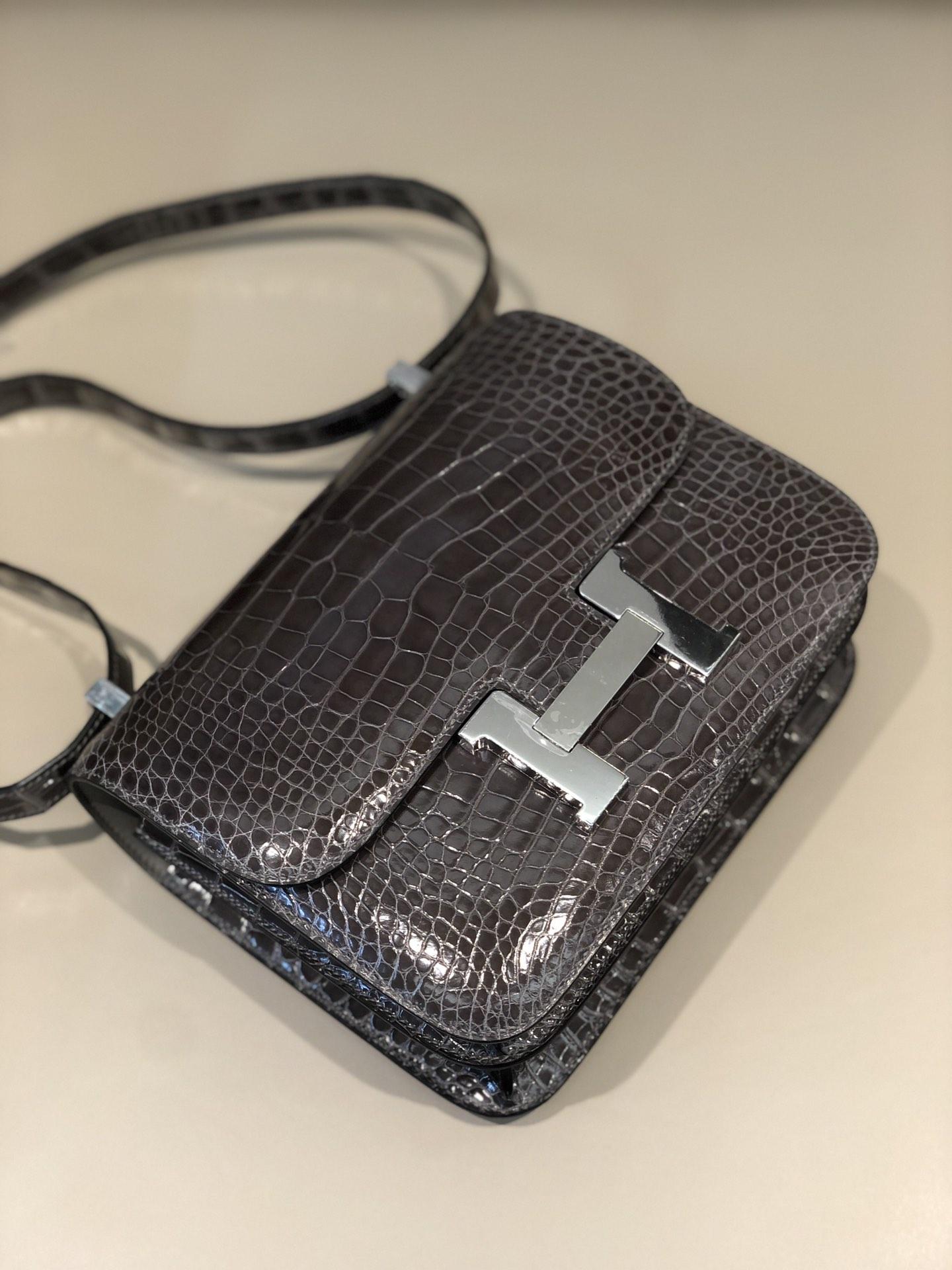 Stock Hermes Shiny Crocodile CK88 Gris Graphite Constance Bag24cm Silver Hardware