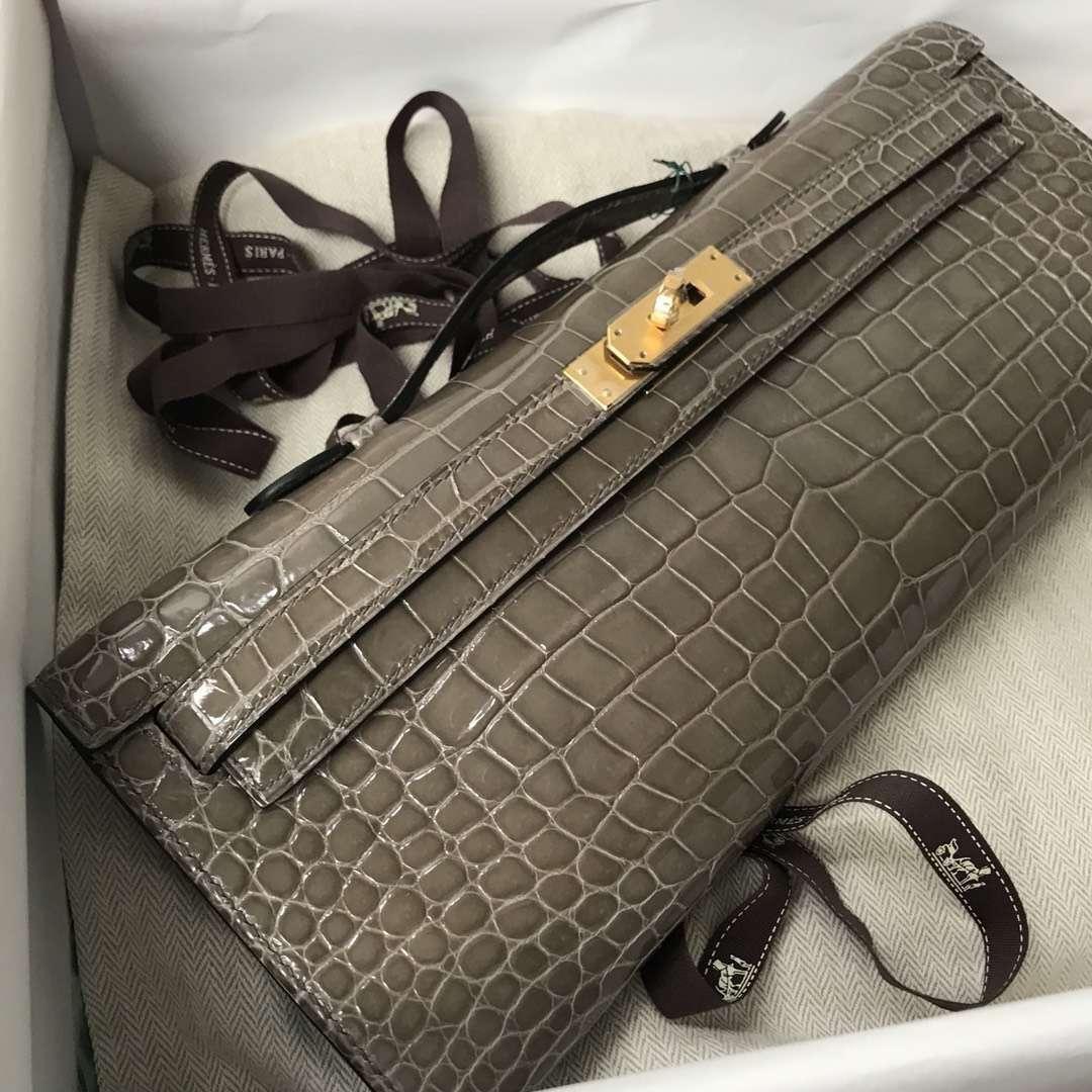 Fashion Hermes Shiny Crocodile Leather Kelly Cut Clutch Bag in CK81 Gris Tourterelle Gold Hardware