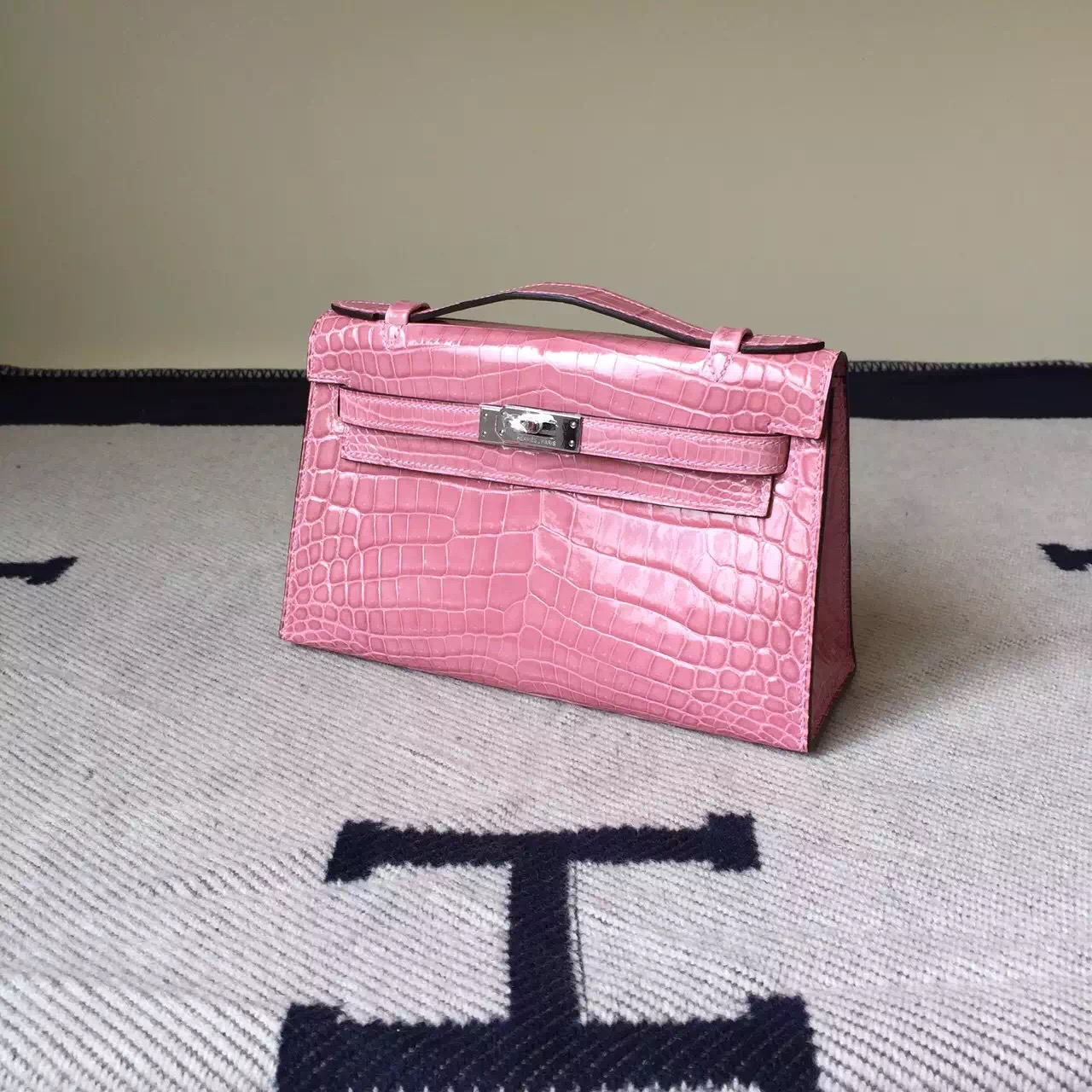 Hand Stitching Hermes Crocodile Leather Minikelly Bag 22CM in Pink