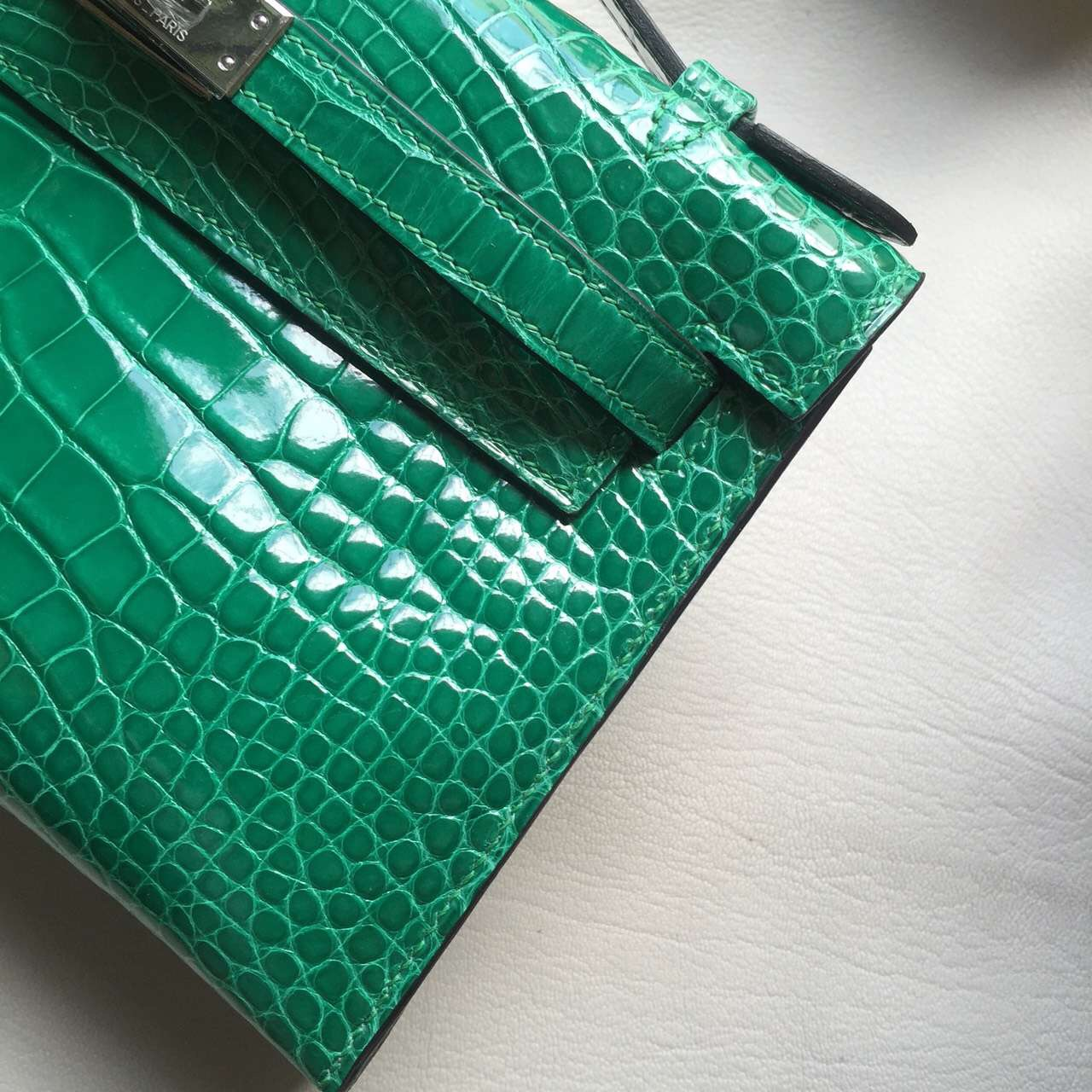 Hand Stitching Hermes 6Q Emerald Green Crocodile Shiny Leather Mini Kelly