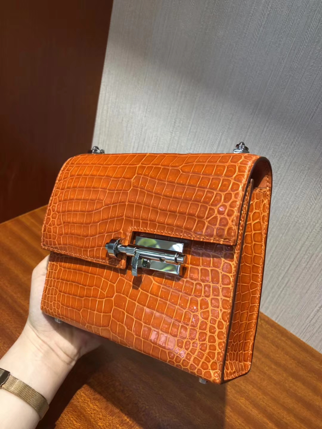 New Hermes 9J Orange Shiny Crocodile Leather Verrou Shoulder Bag17.5cm