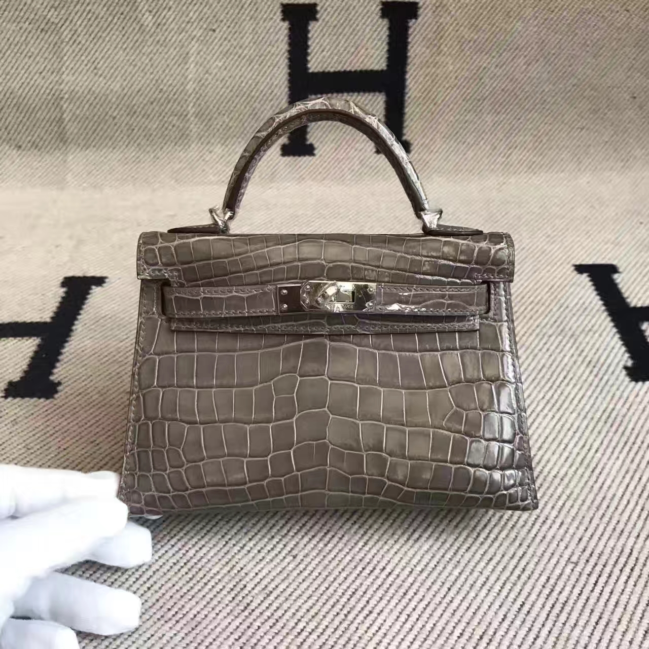 Luxury Hermes C18 Etoupe Grey  Crocodile Shiny Leather Minikelly-2 Clutch