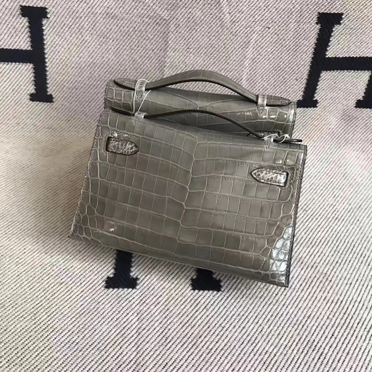 Hermes Minikelly Clutch Bag 22CM in CK81 Gris Tourterelle Crocodile Leather