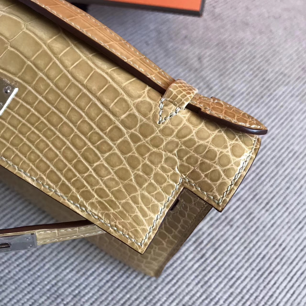 Hand Stitching Hermes Appricot Shiny Alligator Crocodile Minikelly Clutch Bag22cm