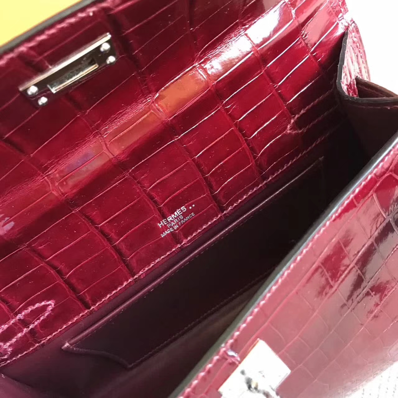 Elegant Hermes F5 Bourgogne Red Shiny  Crocodile Leather Minikelly Bag 22cm