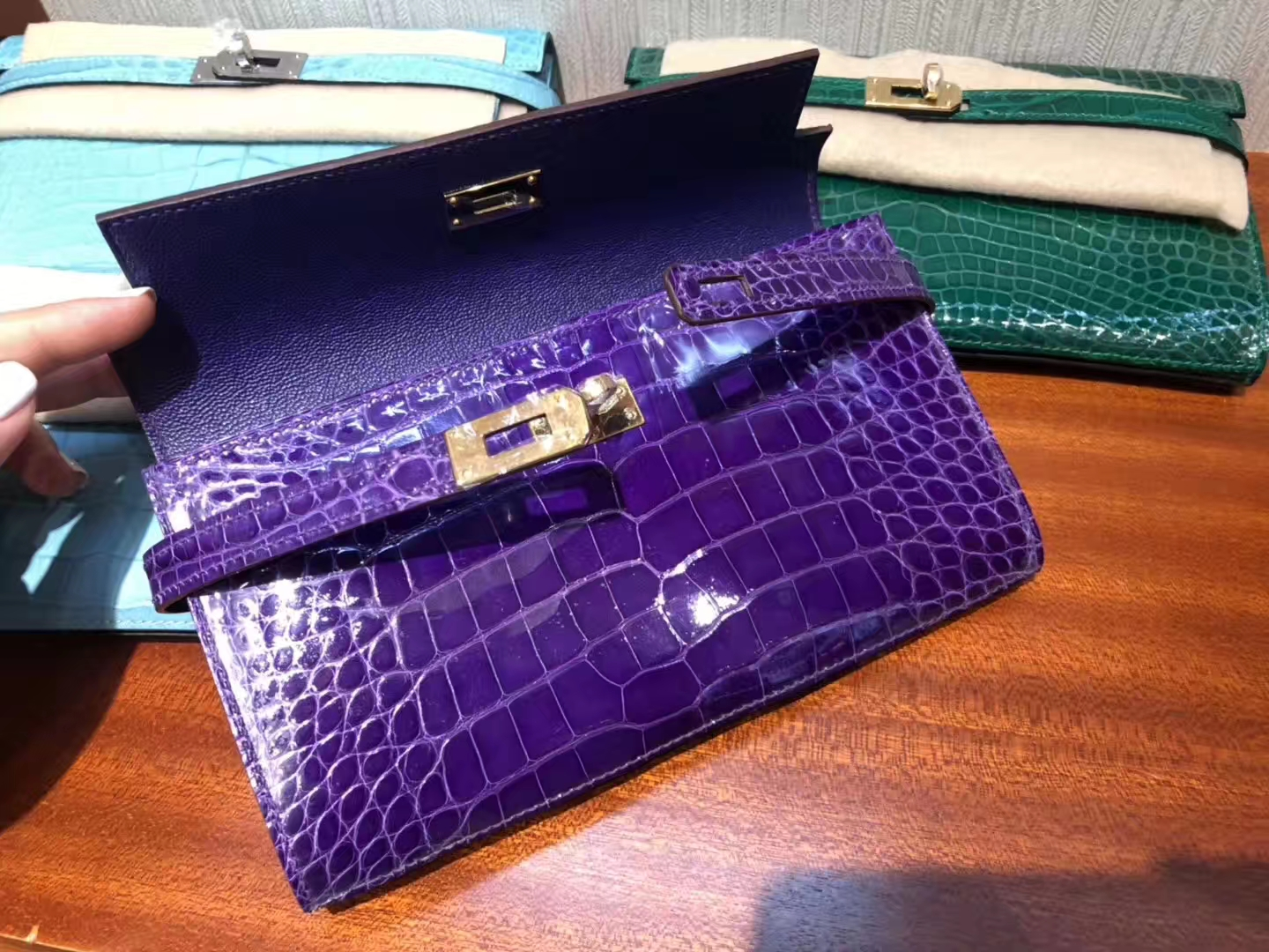 Luxury Hermes Shiny Crocodile Kelly Wallet Clutch Bag in 5L Ultraviolet Gold Hardware
