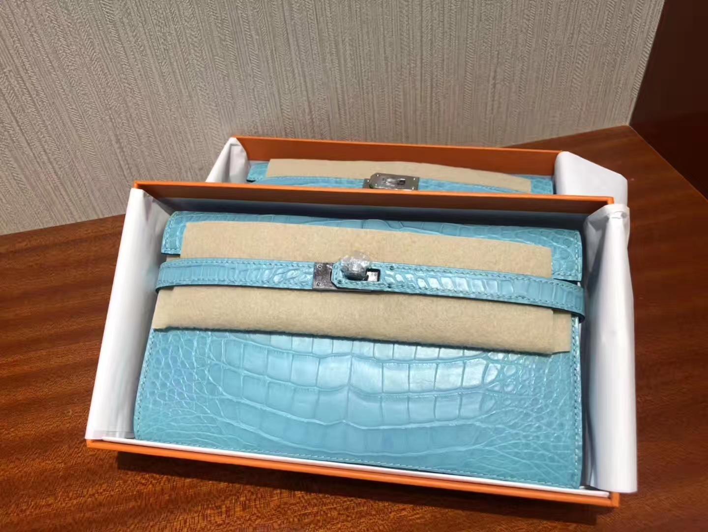 Stock Hermes Matt Crocodile Kelly Wallet Evening Cluthc Bag in 3Z Blue Saint-cyr