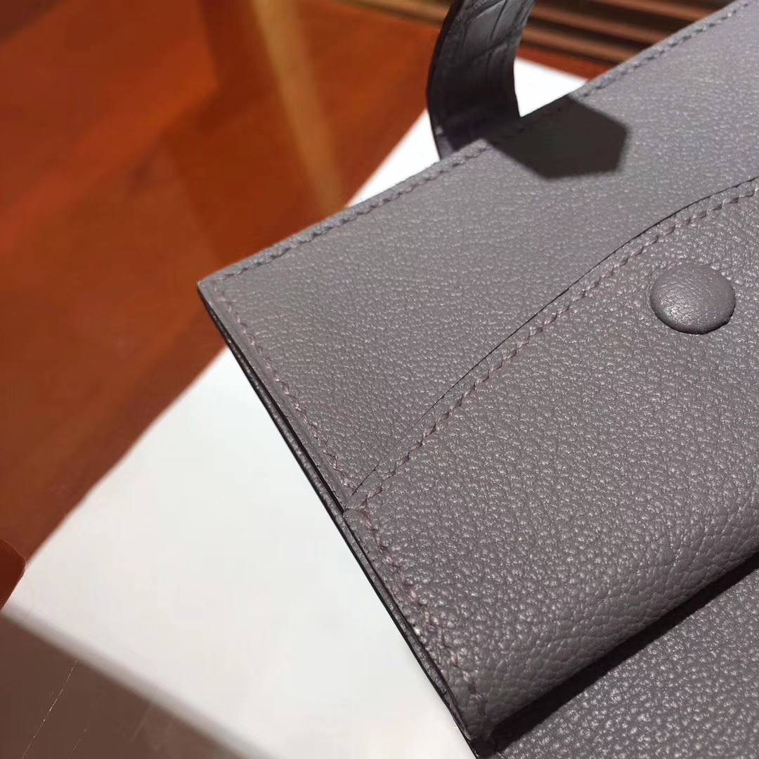 Elegant Hermes Short Bearn Wallet in Grey Crocodile Matt Leather