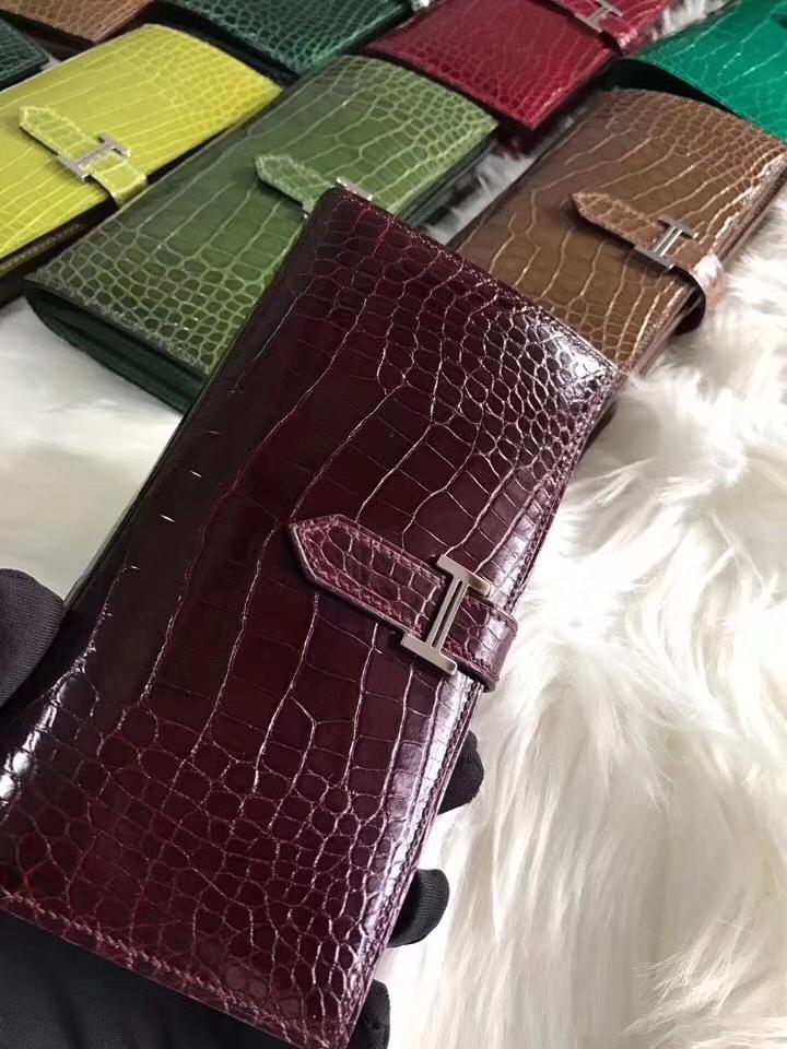 Elegant Hermes Shiny Crocodile Women's Wallet Clutch Bag in Bordeaux