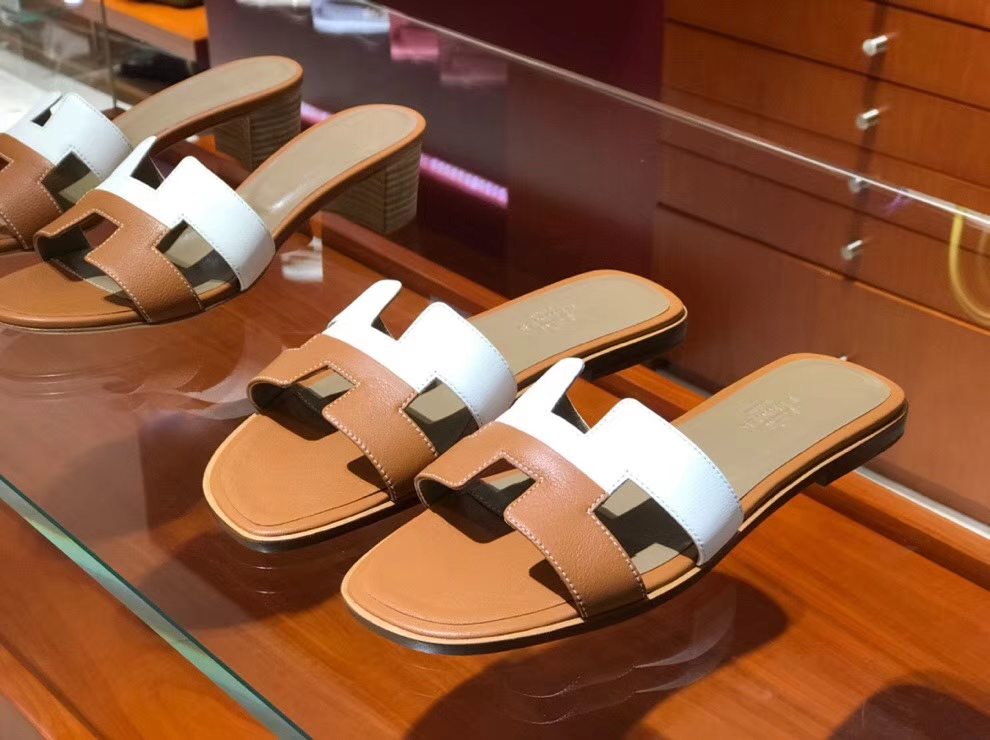 Discount Hermes Swift Calf Leather Women's Slippers Sandals in White & Gold
