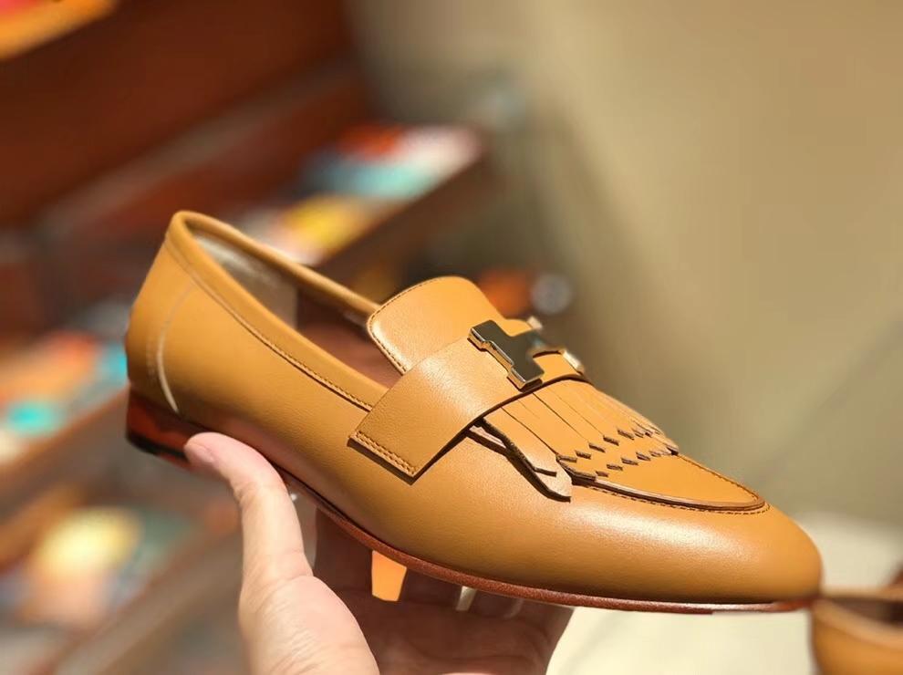 Fashion Hermes Autumn Chevre Leather H Hardware Women's Flat Shoes in Khaki