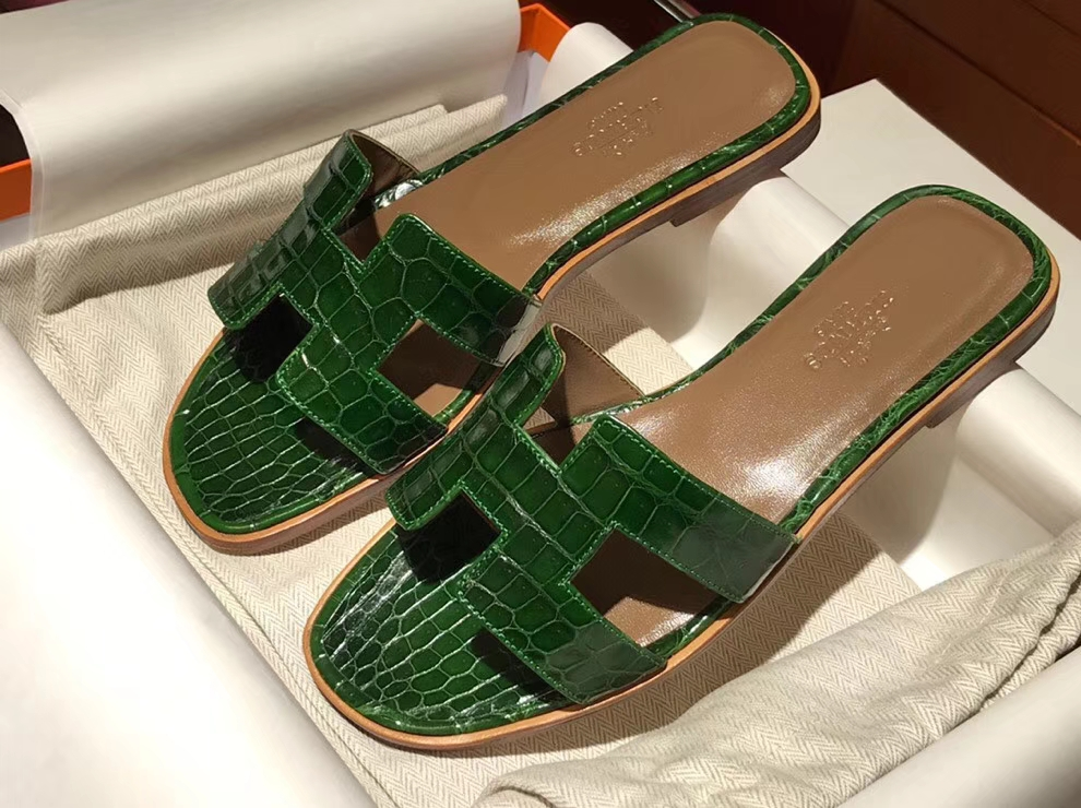 Elegant Hermes Shiny Crocodile Leather Women's Sandals Shoes in Emerald Green