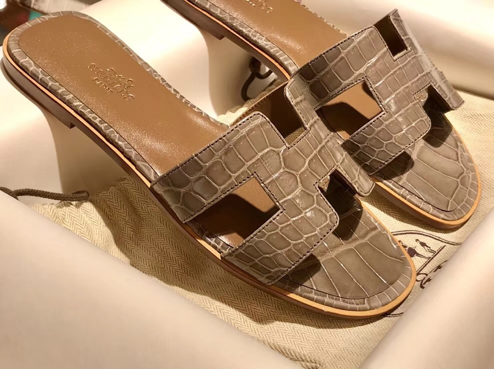 Discount Hermes Etoupe Grey Shiny Crocodile Women's Flat Sandals 35-41