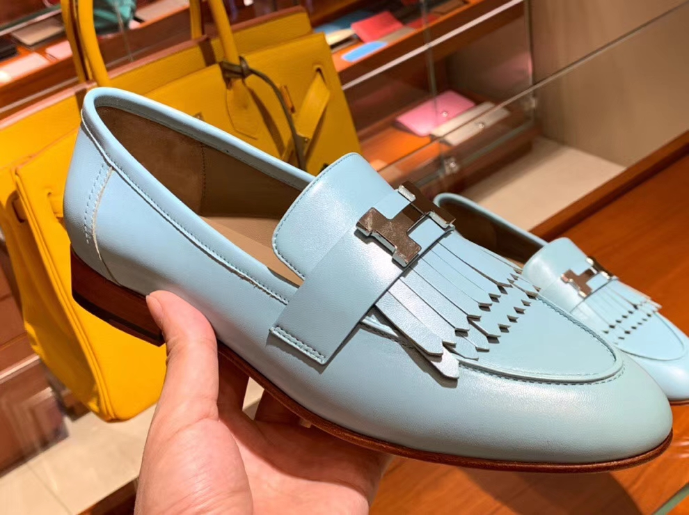 Noble Hermes 2018 Autumn New H Hardware Chevre Leather Flat Shoes in Blue Attol