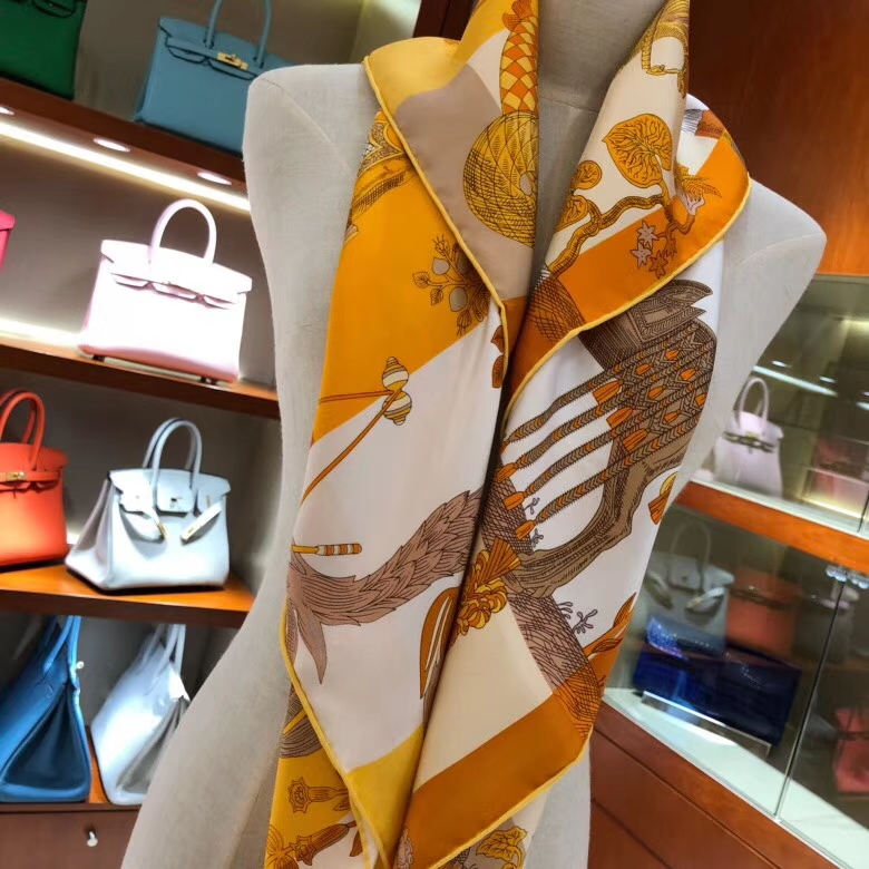 2018 New Hermes Women's Scarf Yellow《Amazing Animals》Silk 90*90cm