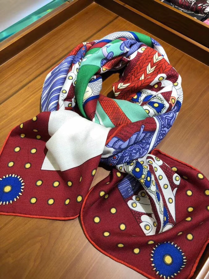Elegant Hermes 2018 Autumn New《Noble Saddle》Cashmere Silk Scarf in Bordeaux Red