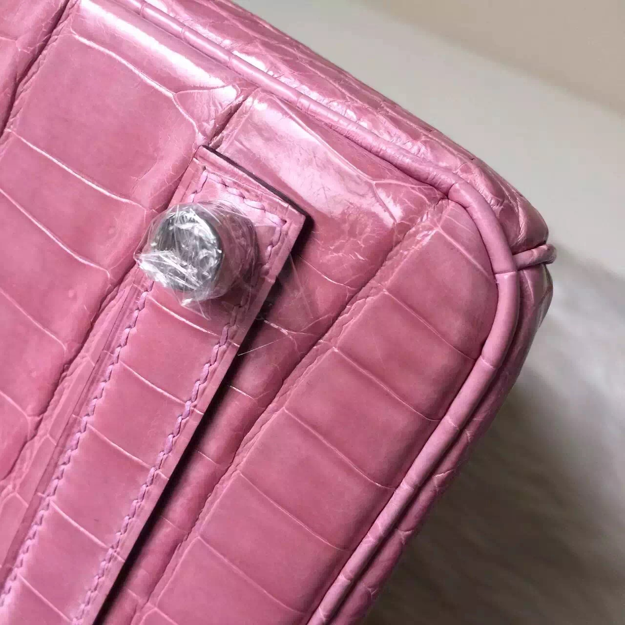 Women's Bag Hermes Crocodile Shiny Leather Birkin 30cm in Peach Pink