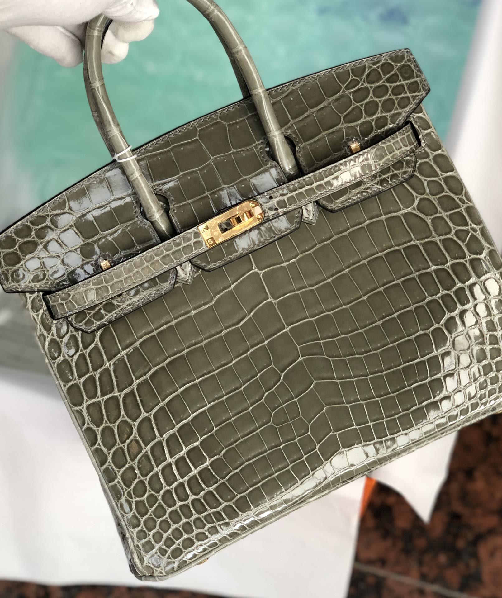 Stock Hermes CK81 Gris T Shiny Crocodile Birkin25cm Bag Gold Hardware