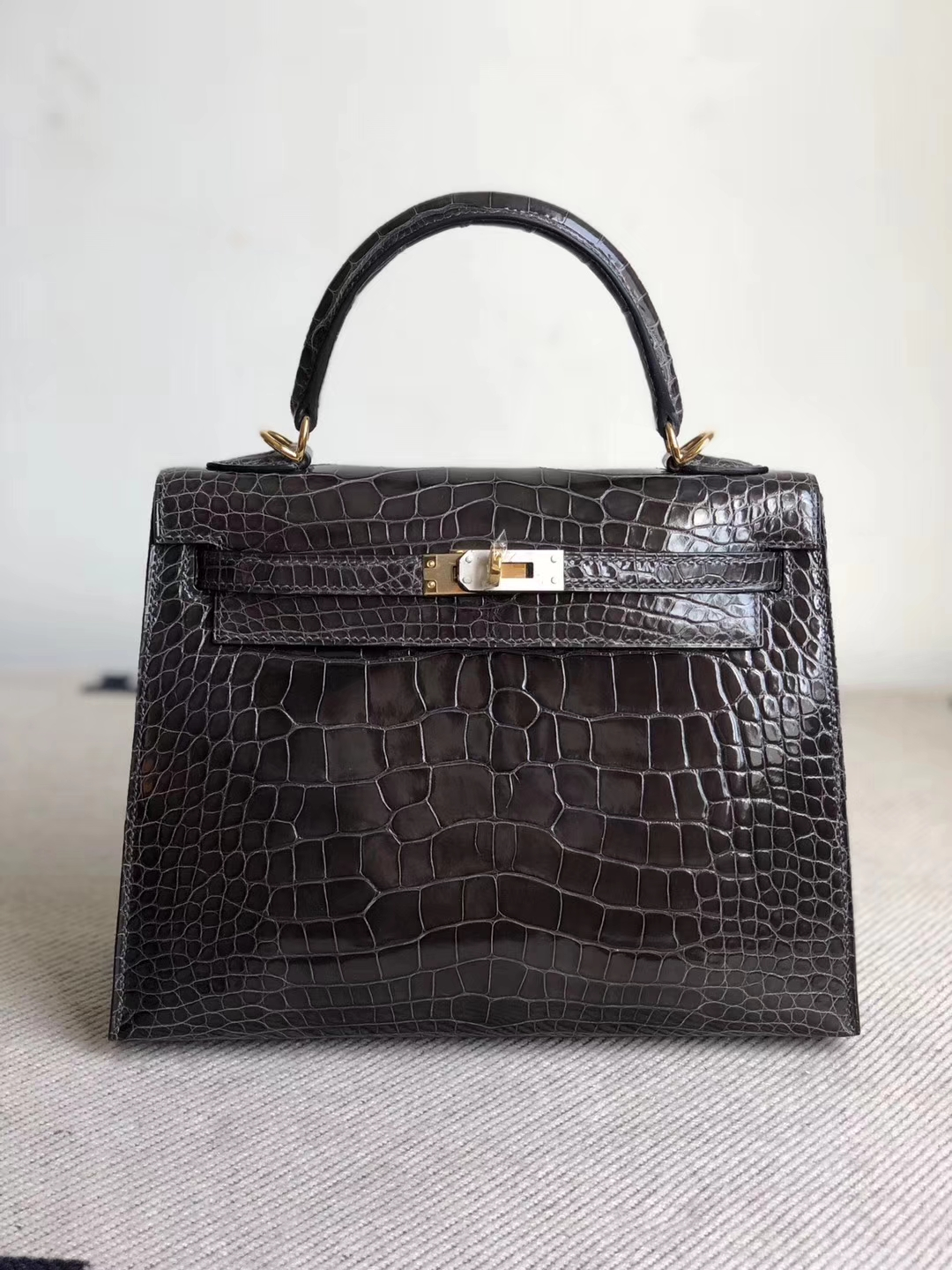 Stock Hermes CK88 Gris Graphite Shiny Crocodile Kelly25CM Bag Gold Hardware
