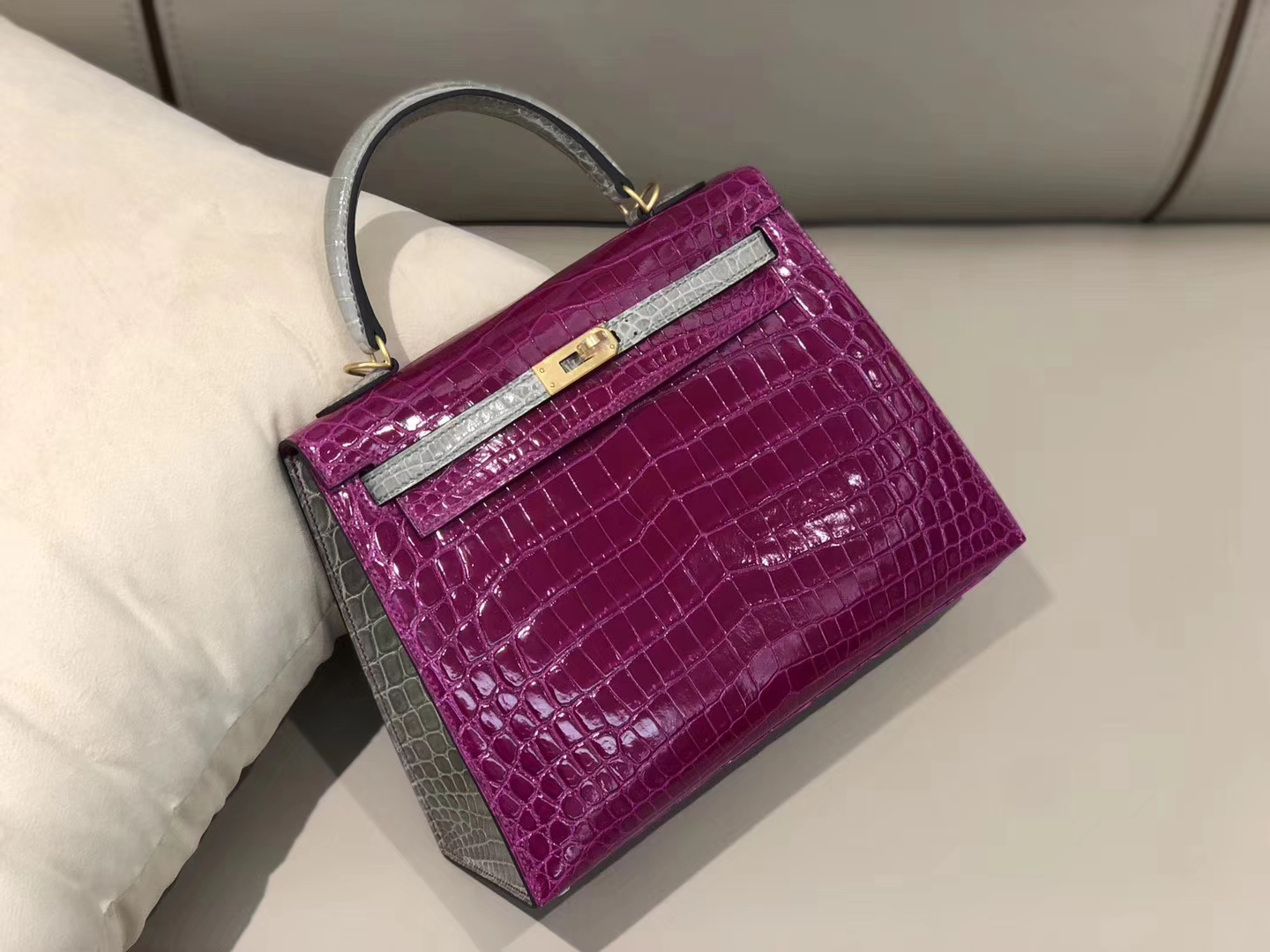 Stock Hermes J5 Rose Scheherazade/CK81 Gris T Shiny Crocodile Kelly25cm Gold Hardware
